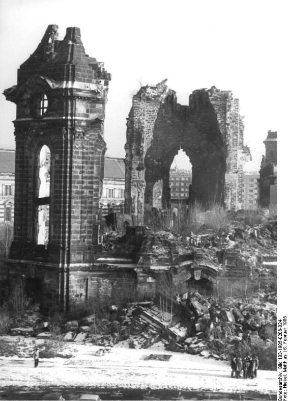 Ruine der Dresdner Frauenkirche on February 2, 1985 by Matthias Hiekel