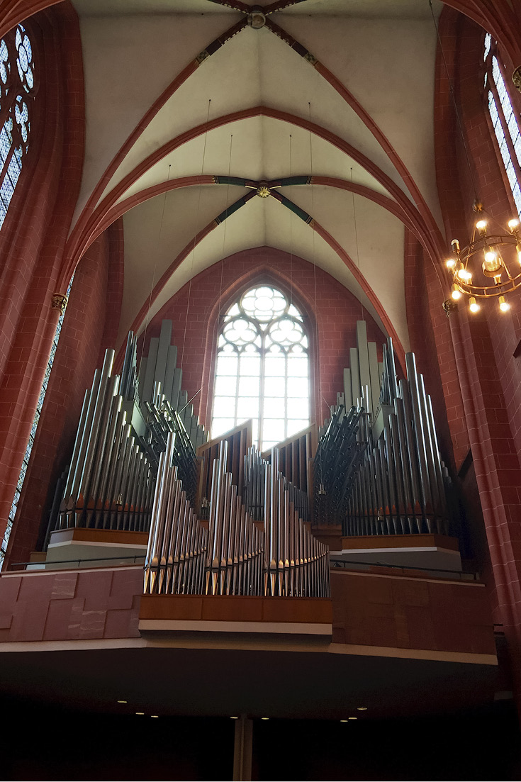 The organ in the southern transept of the St. Bartholomew's Imperial Cathedral in Frankfurt