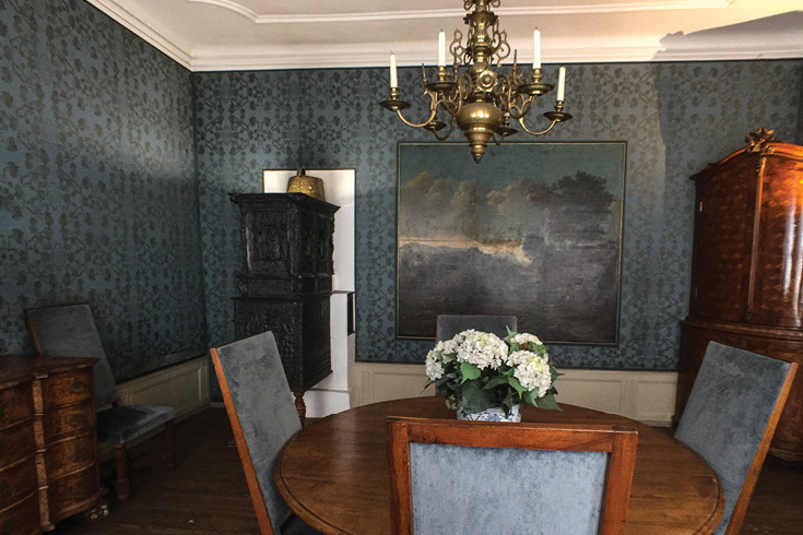 The framed oilcloth wallpaper hanging on the wall is from the house before the renovation | Goethe House Frankfurt