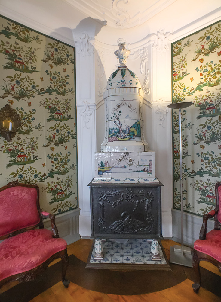 I love the room heater/fireplace in the Peking room | Goethe House Frankfurt