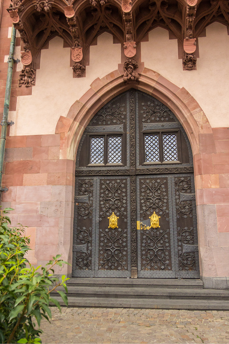 Typical for Gothic Revival, on the Roemer facade in Frankfurt am Main, Germany, you'll see pointed arches, decorative patterns, and embellished structural elements.