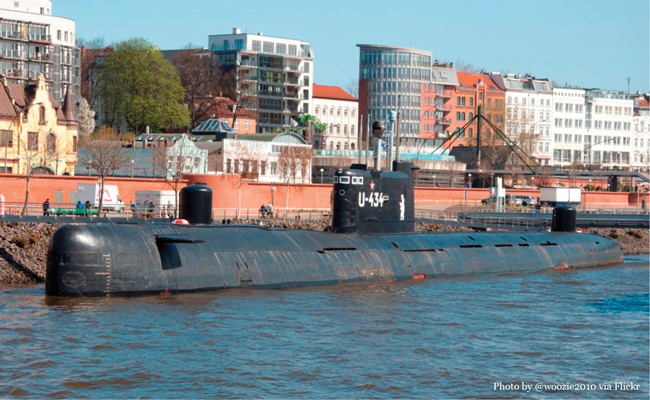 U-434 Photo by user woozie 2010 via Flickr • Experience visiting the U-434 Submarine in Hamburg Germany