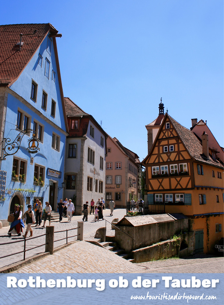 The flat space where two streets of two different elevations converge, the plönlein in Rothenburg ob der Tauber